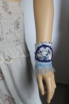 Bracciale gioielli blu bianco Crochet Beaded Bracciale di lucylev