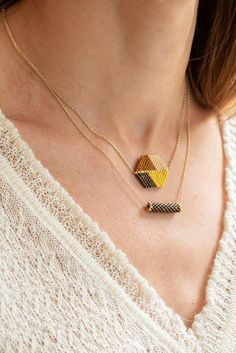 Less is more with this minimalist gold-filled Necklace.The Delphine Caravaca Mona necklace is available in a variety of colours. Beaded Earrings, Beaded Bracelets, Handmade Jewelry Designs, Bijoux Diy, Jewelry Patterns, Rakhi Bracelet, Creations, Bead Embroidery Jewelry, Beading