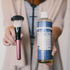Clean your make-up brushes with this easy and all natural cleaner!