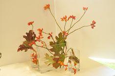 les bouquets - Art floral japonais Ikebana, Bouquets, Art Floral, Glass Vase, Home Decor, Floral Arrangements, Flowers, Color, Decoration Home