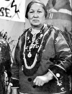 IROQUOIS MOHAWK WOMAN , 1948 Mohawks, Iroquois, Native Americans, Christmas Sweaters, Woman, History, Fashion, Moda, Historia