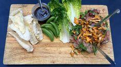Langtidskokt svineskank med hjertesalat og hoisinsaus Asia, Cheese, Ethnic Recipes, Food, Essen, Meals, Yemek, Eten