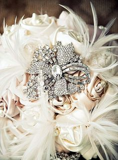 Feather accent and Vintage broach Bouquet!