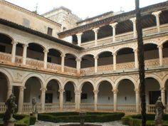 Alonso de Covarrubias. Claustro o patio del Monasterio de San Bartolomé en Lupiana, Guadalajara. (h. 1535).