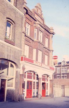 Infamous Blind Begger pub in Whitechapel. London Pubs, Old London, East End London, Bethnal Green, Vintage Nurse, Industrial Architecture, Blind, Nostalgia, Childhood