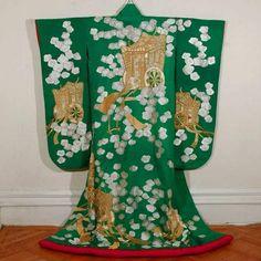 Свадебная накидка учикаке, надеваемая поверх кимоно