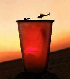 ant v helicopter Funny Optical Illusions, Optical Illusion Photos, Creative Photography, Amazing Photography, Art Photography, Silhouette Photography, Perfect Angle, Perfect Timing, Perfect Photo