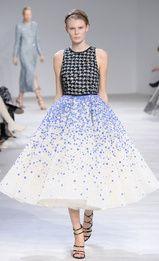 See all the Giambattista Valli Haute couture Spring/Summer 2016 photos on Vogue. Haute Couture Paris, Haute Couture Style, Couture Mode, Spring Couture, Couture Fashion, Love Fashion, Fashion News, High Fashion, Fashion Show