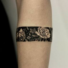 Armband tattoo became a very popular style in the past few years. If you're looking for a perfect armband tattoo - check out this collection! Arm Band Tattoo For Women, Wrist Band Tattoo, Cuff Tattoo, Forearm Band Tattoos, Wrist Tattoos For Guys, Tattoo Bracelet, Small Wrist Tattoos, Tattoos For Women, Tattoo Thigh