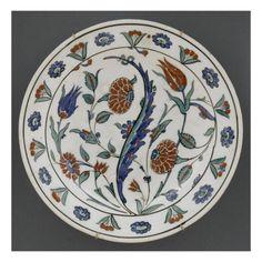 Plat à décor floral - Musée national de la Renaissance (Ecouen)