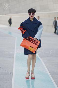 Fashion, สตรีทสไตล์, street style, fashion week, fashion week 2014, seoul fashion week, แฟชั่นวีค, โซลแฟชั่นวีค, fashion blogger, แฟชั่นบล็อกเกอร์, ดารา, เซเลบบริตี้, สตรีทลุค, แฟชั่นเกาหลี, สตรีทสไตล์เกาหลี, แต่งตัวสไตล์เกาหลี, ดาราเกาหลี, นางแบบเกาหลี, แฟชั่นวัค เกาหลี