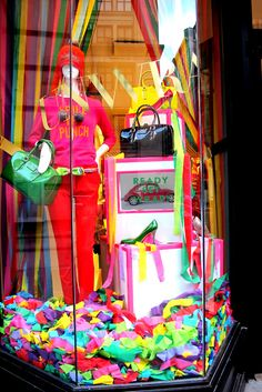kate spade have the best window decorations!