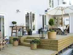 Création d'une terrasse en bois.