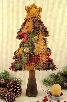 Primitive Country Christmas Tree:: Patchwork with rag edges. Christmas Tree Crafts, Christmas Sewing, Primitive Christmas, Country Christmas, Christmas Projects, Winter Christmas, All Things Christmas, Holiday Crafts, Christmas Holidays
