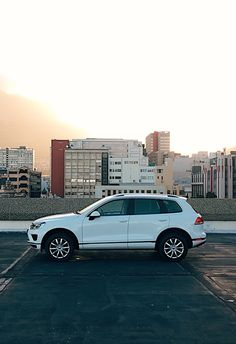 A skyline photo shoot with the Volkswagen Touareg – this rooftop shot captures the beauty of a sunset over a major city. Volkswagen Models, Rooftop, Photo Shoot, Skyline, Sunset, Cars, Pictures, Photography, Beauty