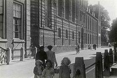 Agnietenstraat 1942. Kinderen met de Jodenster.