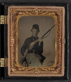 (c. 1861-1865) Soldier in Union uniform and forage cap with musket