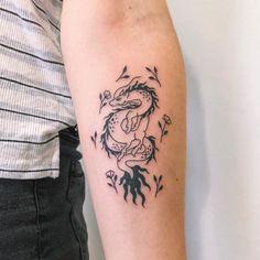 Dragon Tattoo Arm, Small Dragon Tattoos, Arm Tattoo, Small Tattoos, Graffiti Tattoo, Wörter Tattoos, Baby Tattoos, Mehndi Designs For Hands, Small Tattoo Designs