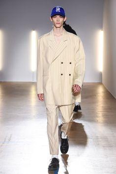 The complete Christian Dada Fall 2018 Menswear fashion show now on Vogue Runway. Latest Mens Fashion, Trendy Fashion, Fashion Outfits, Womens Fashion, Fashion Trends, Fashion Guide, Fashion Hacks, Jeans Fashion, 1940s Fashion