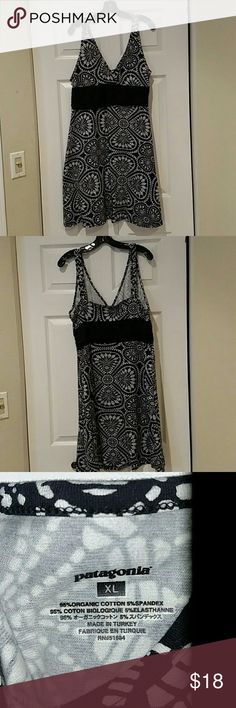 Comfy Patagonia jersey black and white print dress Super comfy, stretchy jersey casual dress from Patagonia. Cute black and white print with flattering wide black band that is sort of ruched/gathered on each side. Worn a few times but great shape. Dress up while feeling like you're wearing sweatpants! Size XL. Patagonia Dresses Mini