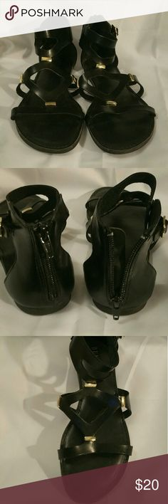 Dunes Sandals Gently used, nice black used. Size 7.5 Dunes Shoes Sandals