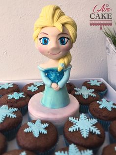 Elsa in Sugar Paste, Frozen topper