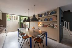 This impeccably modernised 3-bedroom early Victorian house has been transformed for modern living by Undercover Architecture. It is located on a sought-after residential road with trees that blossom beautifully in the Spring, in the catchment area for the highly regarded Yerbury Primary School. Internal accommodation is arranged over three floors, plus a separate garden studio. […]
