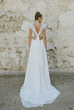 el blog de ana suero-Vestidos novia 2016-Beba´s Closet vestido recto manga volantes y escote espalda cruzado2
