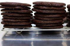 Homemade Chocolate Wafers for Icebox Cake - Smitten Kitchen Nabisco Famous Chocolate Wafers, Chocolate Wafer Cookies, Cookies And Cream Cake, Nestle Chocolate, Cake Chocolate, Köstliche Desserts, Delicious Desserts, Dessert Recipes, Yummy Recipes