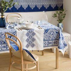 Printed Cotton Napkins and Tablecloth Cotton Napkins, Cloth Napkins, Arabian Decor, Kitchen Linens, Rustic Table, Zara Home, Table Covers, Vintage Home Decor, Table Linens