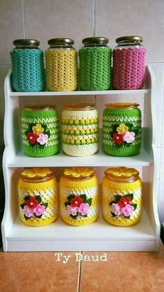 Crochet Crafts, Crochet Lace, Crochet Projects, Hand Knitting, Knitting Patterns, Crochet Patterns, Crochet Jar Covers, Crochet Decoration, Crochet Kitchen