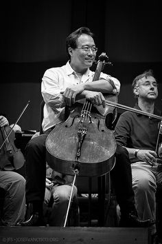 Yo-Yo Ma plays Dvorak's Cello Concerto with the Memphis SO conducted by Mei-Ann Chen Nikon + Music Love, Love Songs, My Music, Cellos, Cello Music, Cello Art, Violin, Dat Adam, Cello Concerto