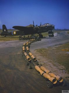 A bomb-train of sixteen bombs arriving to be loaded by the waiting Royal Air Force armourers into Short Stirling bomber of No 1651 Heavy Conversion Unit at Waterbeach, Cambridgeshire. was one of the first built by Short and Harland at Belfast). Ww2 Aircraft, Military Aircraft, Military Jets, Photo Avion, Lancaster Bomber, Ww2 Planes, Royal Air Force, Stirling, World War Two