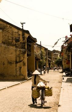 Streets of Hoi An - the most charming town in Vietnam
