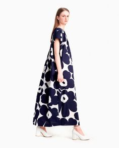 The long Korppi dress is one of the many gems of the Marimekko archives and it is made of cotton poplin in the Unikko pattern. The kaftan dress has a straight loose cut and pintucks on the bodice at the front and the back. Normal Body, African Textiles, Dark Blue Color, Marimekko, Blue Dresses, Lino Prints, Block Prints, Floral Patterns, Textile Patterns