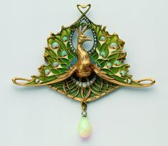 Léopold Gautrait, Peacock pendant, 1898/1900. Gold, Opal, Diamonds, Enamel, Emerald. Paris. Schmuckmuseum Pforzheim, Photo: Günther Meyer
