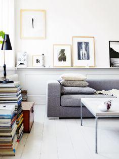 Подушки на угловом диване в интерьере