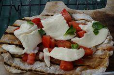 Fresh Mozzarella Bruschetta Flatbread Pizza #grilling #grilledpizza #easypizzarecipe