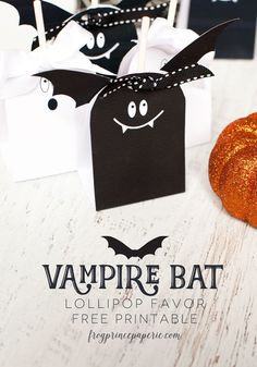 Make a few Vampire bat lollipop favors for Halloween Treats for your favorite monsters! Click for the free printable #halloween