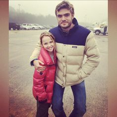 Alex Roe (Evan Walker) and Talitha Bateman ( Teacup ) The 5th Wave Movie, The Fifth Wave Book, The 5th Wave Series, Love Movie, Movie Tv, Character Bank, Nick Robinson, Walker Evans, The 5th Wave