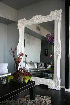 miroir mural grande taille,moderne interieur avec table noir et fleure