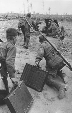 Karelian Front, undated: Red Army artillery element move a anti-tank gun into position under enemy fire. Note the crew carrying metal cases with shells. Pin by Paolo Marzioli Ww2 Pictures, Story Of The World, Red Army, World War One, Military Art, War Machine, Wwii, Japan, Poses