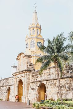Venturing down to Cartagena, Colombia for a week to celebrate my birthday was the perfect introduction to South America! Here's where to eat, stay & play! Colombia Travel, Visit Colombia, Colonial Architecture, Walled City, South America Travel, Travel Aesthetic, Stunning View, Travel Goals, Wanderlust Travel