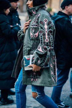 Die Street-Styles der London Fashion Week Februar 2017. Weitere Looks auf http://VOGUE.de entdecken.