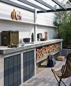 Buitenkeuken met betonnen blad.