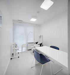 kinesitherapie praktijk te Wilrijk #blue #Dark #Prolicht #BuroProject #Pedicure #Armstrong #medical #physiotherapy #renovation by architime
