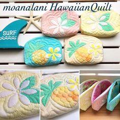 パイナップル・プルメリアとティアレのポーチ4点完成しましたこちら4点はフリーになりますのでwebshopの方へ載せています mahalo Art Caddy, Hawaiian Quilts, Sewing Material, Quilted Bag, Mini Purse, Kids Bags, Applique Quilts, Quilt Patterns, Scrap