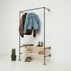 Garderoben & Regal // Wandgarderobe & Wandregal // Industrial Design // Industriedesign aus Stahlrohren & Temperguss // Steel Pipes & Fittings // DIY // Do-it-Yourself