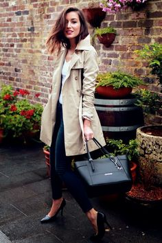 Still seeking the perfect classic trench. I have a Calvin Klein version of this bag and I love it.
