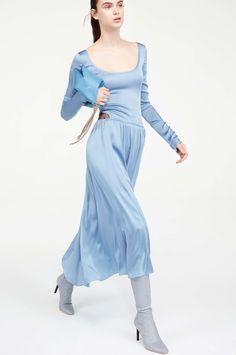 http://www.vogue.com/fashion-shows/pre-fall-2017/nina-ricci/slideshow/collection
